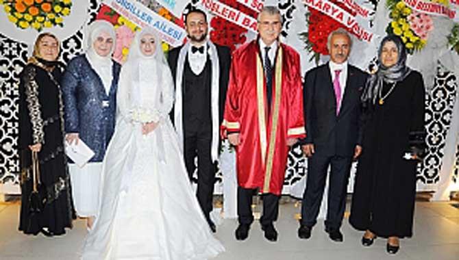 Yunus Özçelik; önemli isimlerin katılımı ile kızını evlendirdi