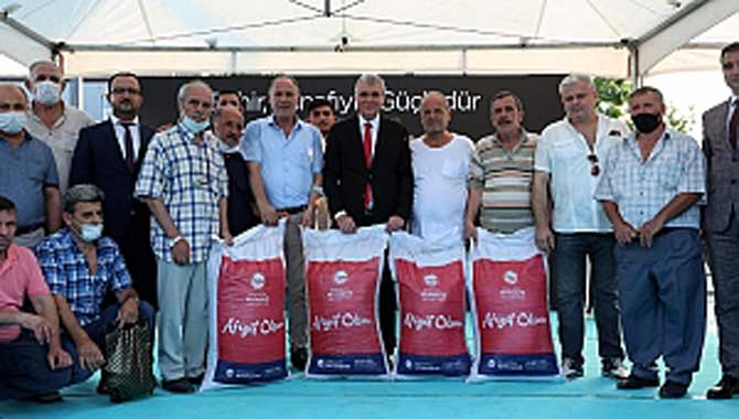 Başkan Yüce'den esnafa bayram hediyesi Büyükşehir'den 2042 esnafa 40 ton çay hibe