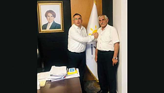 Eski muhtar Ak Parti'den istifa edip İYİ Partiye geçti