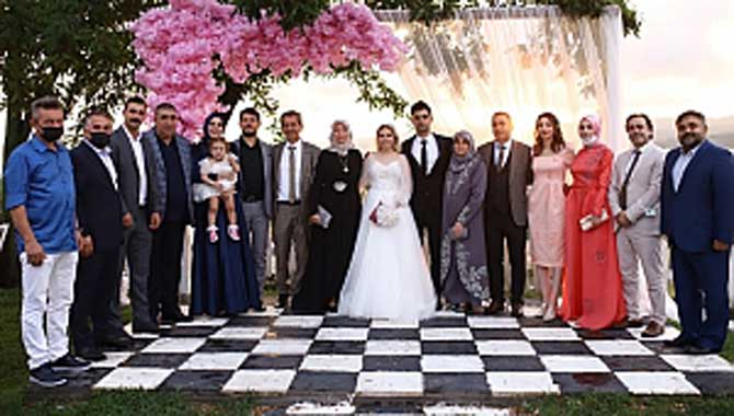Herkes bu düğünü konuşuyor! Tosun ve Duman Ailelerinin en mutlu günü