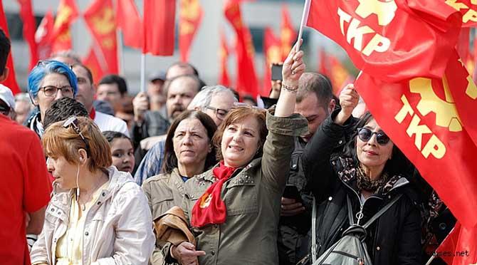 Günlük dijital gazete Boyun Eğme bugünkü sayısında Türkiye Komünist Partisi'nin Pazar günü Kartal'da düzenleyeceği mitinge çağrı yapıyor.