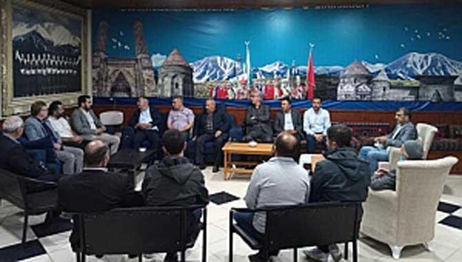 İYİ Parti Adapazarı teşkilatı Sakarya Erzurumlular Derneğini ziyaret etti